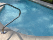 Über Nacht für geeigneten Schutz des Pools sorgen